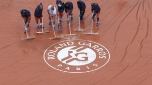 Lluvia en Roland Garros para la inauguración, este 22 de mayo de 2016.