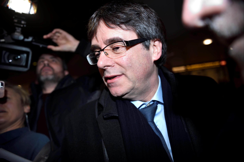 Европарламент лишил иммунитета бывшего главу правительства Каталонии Карлеса Пучдемона.