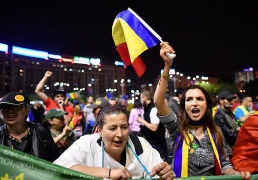 Hàng ngàn người Rumani biểu tình tại Bucarest phản đối dự thảo luật khoan hồng những người bị kết tội tham ô, ngày 03/05/2017.
