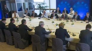 Depois de 17 horas de negociação, os líderes dos países da zona do euro chegaram a um acordo sobre a Grécia.