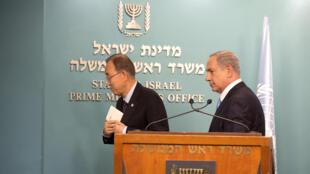 Ban Ki-moon, secrétaire général des Nations unies, et Benyamin Netanyahu, Premier ministre israélien, lors d'une conférence de presse commune à Jérusalem, mardi 20 octobre 2015.