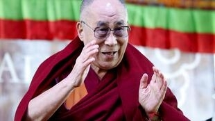 Exiled Tibetan spiritual leader the Dalai Lama acknowledges the audience at a school in Katoomba, west of Sydney, during his first public appearance on his current visit to Australia June 8, 2015. REUTERS/Jason Reed