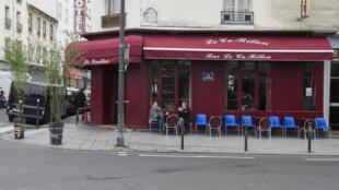 Fachada do restaurante le Carillon, no 10° distrito de Paris, um dos alvos dos terroristas do 13 de novembro.
