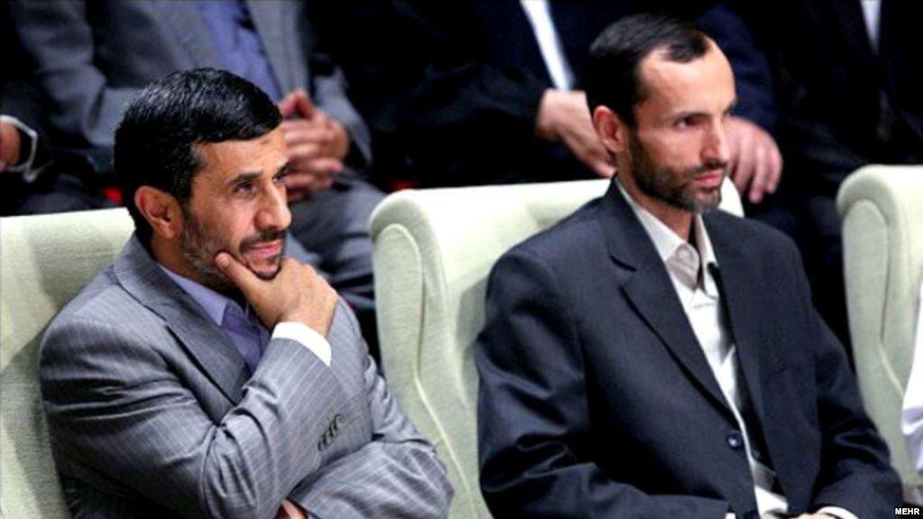 عکس از آرشیو: حمید بقایی در کنار محمود احمدینژاد