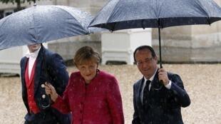 François Hollande and Angela Merkel at the Elysée presidential palace in Paris on Thursday