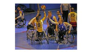 L'équipe de handibasket du CS Meaux se bat pour conserver la première place contre Le Cannet, mars 2012.