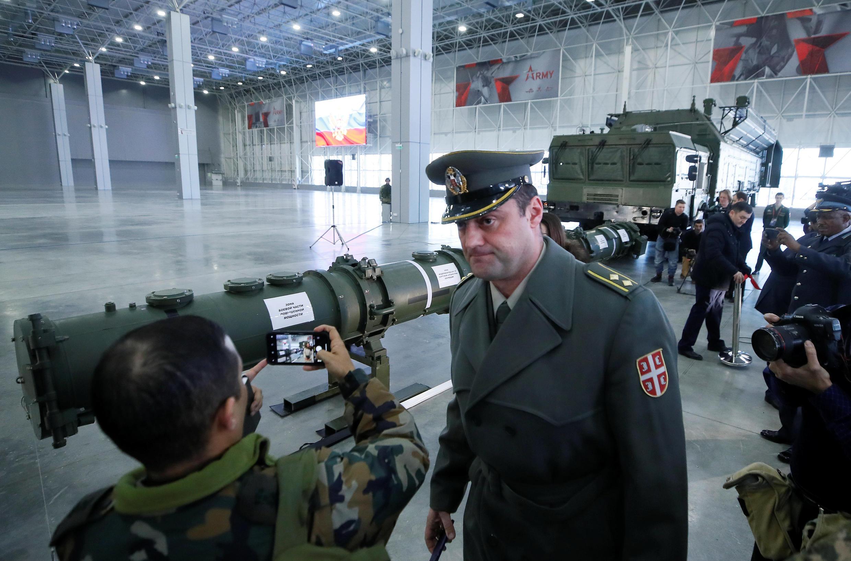 De hauts responsables de l'armée russe présentent le système de missiles 9M729, au Patriot Congress de Moscou, en janvier 2019.