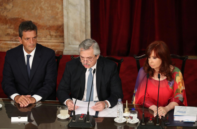 Le président argentin Alberto Fernandez aux côtés de la vice-présidente Cristina Fernandez de Kirchner lors du traditionnel discours à la Nation le 1er mars 2020.