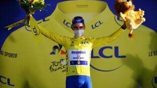 Le Français Julian Alaphilippe maillot jaune du Tour de France 2020, après la deuxième étape, à Nice.
