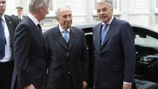 Israel's President Shimon Peres (C) in Belgium, 5 March 2013