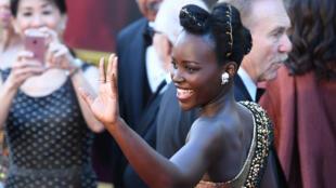 Si l'Amasunzu reste encore marginal chez les jeunes rwandais, il a été porté par l'actrice mexico-kenyane Lupita Nyong'o (sur la photo) lors de la cérémonie des Oscars 2018,