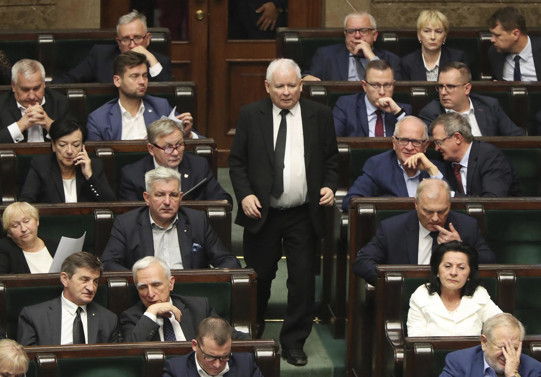 Jaroslaw Kaczynski, le président du parti Droit et Justice, est à l'origine de cette loi qui divise la coalition au pouvoir.
