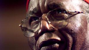 Nguli wa fasihi ya Afrika na mwandishi bingwa wa Vitabu kutokea nchini Nigeria Chinua Achebe,maisha yake yamefika ukomo akiwa na umri wa miaka 82