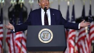 Rais wa Marekani Donald Trump wakati wa hotuba yake baada ya kuapishwa kama mgombea wa urais Agosti 27, 2020 huko Ikulu ya White House.