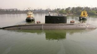 Imagem de arquivo do submarino INS Sindhurakshak, da marinha indiana, que explodiu possivelmente matando 18 marinheiros na madrugada desta quarta-feira, 14 de agosto de 2013, em Mumbai.