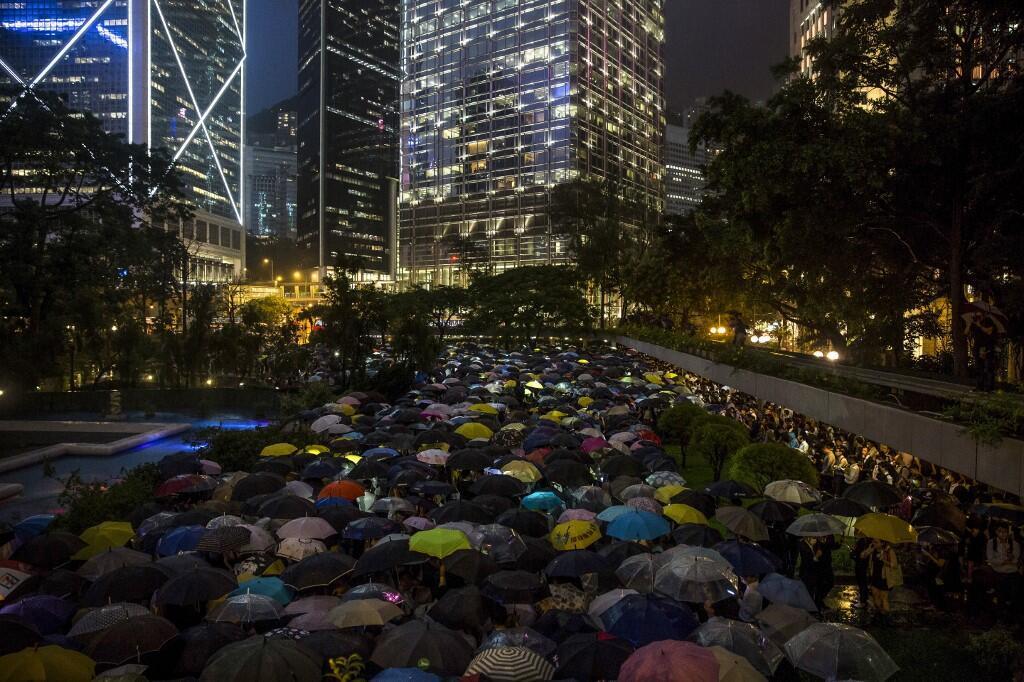 Hồng Kông : Cả ngàn người làm việc trong ngành tài chính tham gia xuống đường ngày 01/08/2019.