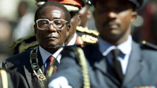 Le président zimbabwéen, Robert Mugabe, le 20 juillet 2000.