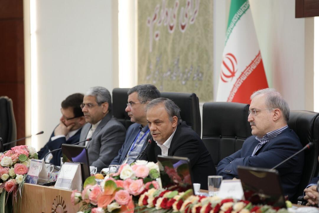 در نشست دانشگاهیان در مشهد، علیرضا رزمحسینی استاندار خراسان رضوی گفت ۲۵ میلیون نفر از جمعیت کشور حاشیهنشین هستند.