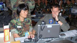 Trao đổi giữa sĩ quan Mỹ và Hàn Quốc trong cuộc tập trận Ulchi Freedom Guardian 2008