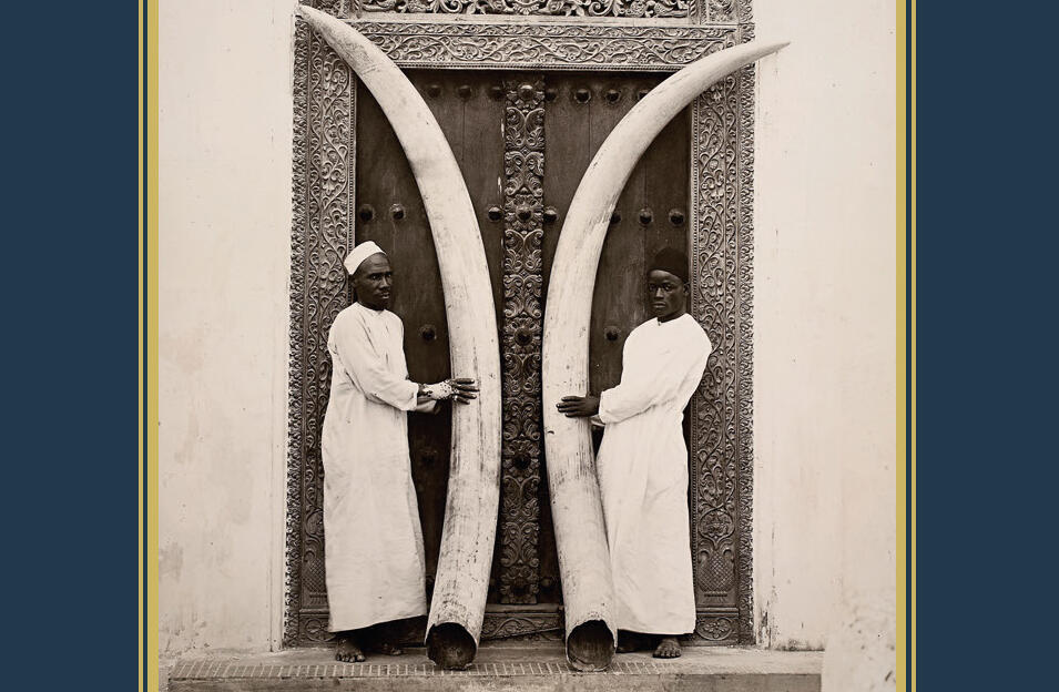 Détail de la couverture du livre : Nathalie Carré : « De la Côte aux confins - Récits de voyageurs swahili ».