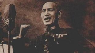 """七七事变后,蒋介石发表庐山讲话""""一寸山河一寸血""""号召全民抗战。"""