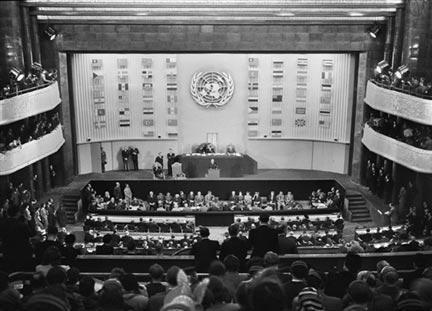 L'Assemblée générale des Nations unies, réunie au Palais de Chaillot, à Paris, le 10 décembre 1948, a adopté la Déclaration universelle des droits de l'homme.
