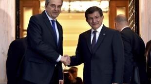 Le Premier ministre grec Antonis Samaras a reçu son homologue turc Ahmet Davutoglu, à Athènes, le 6 décembre 2014.