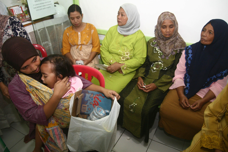 A Malang en Indonésie, les patients peuvent troquer des soins médicaux contre des ordures.