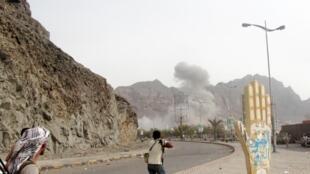 Nchini Yemen, vita ili kudhibiti mji wa Aden vinaendelea kati ya vikosi vya serikali na waasi wa Huthi.