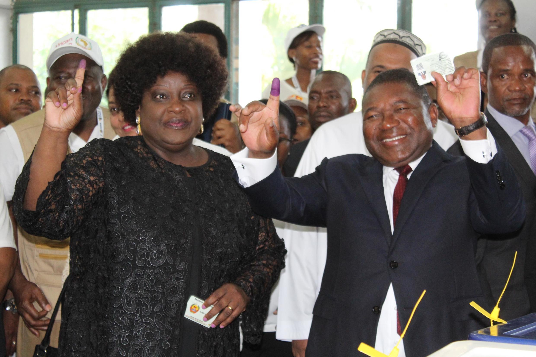 Presidente moçambicano Filipe Nyusi  e a sua esposa, Isaura no voto de 15 de Outubro de 2019. Maputo, Moçambique.