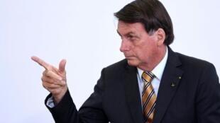 El presidente de Brasil, Jair Bolsonaro, gesticula el 10 de noviembre de 2020