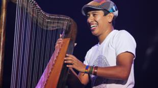 Edmar Castañeda y su trío estuvieron en Paris Jazz Festival.