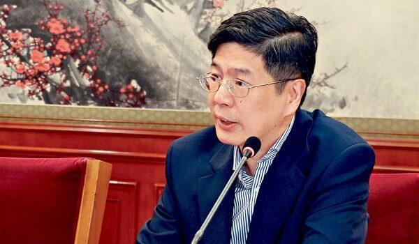 图为中国驻加拿大新大使丛培武会议照