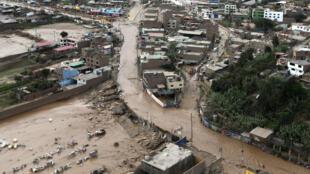 Vista aérea de las inundaciones en el distrito de Huachipa en Lima, el 17 de Marzo de 2017.