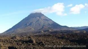 Vulcão do Fogo, em Cabo Verde, que entrou em erupção este domingo, 23 de novembro de 2014