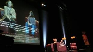 Zhouqing et Marie Holzman numa conferência da Onu em Genebra, contra a pena de morte em março de 2010.