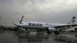 بدنبال انتشار گزارشهایی مبنی بر افزایش نرخ بلیت پروازهای خارجی، مدیر روابط عمومی سازمان هواپیمایی ایران میگوید: نرخگذاری بلیت هواپیما بر أساس نرخ ثانویه انجام خواهد شد.