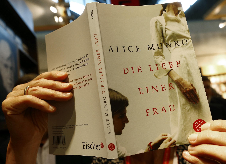 Livro da contista canadense, Alice Munro, destacado nesta quinta-feira na Feira de Frankfurt depois de ser premiada com o Nobel de Literatura 2013.