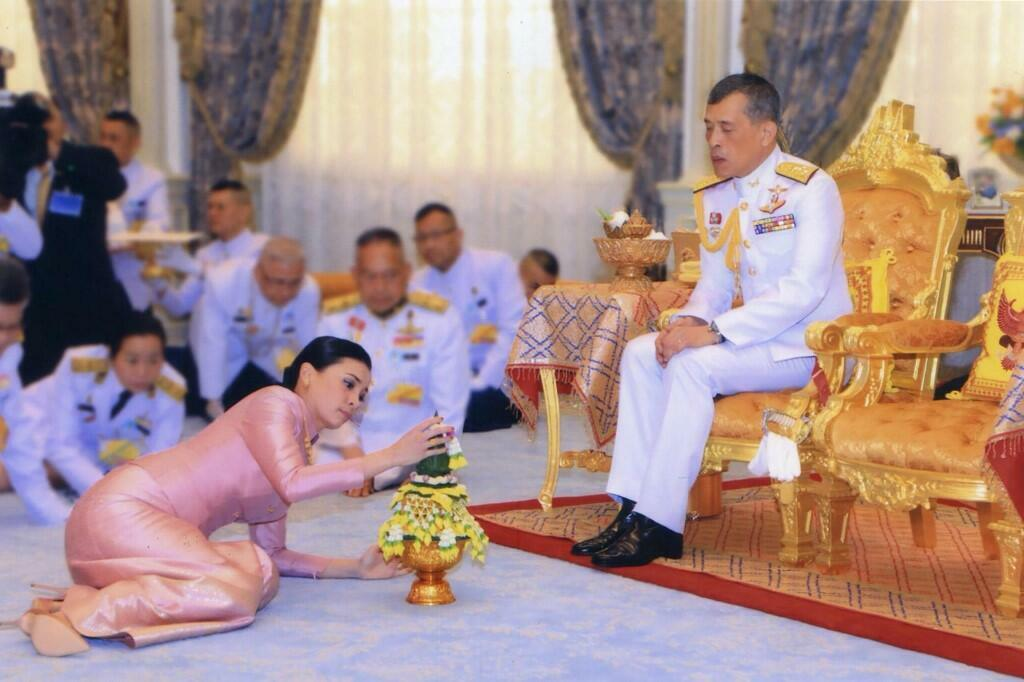 Thailand's King Maha Vajiralongkorn and Queen Suthida during their mariage.