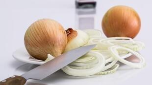 A empresa japonsa House Foods Group conseguiu isolar a enzima que provoca o choro naqueles que cortam a cebola.