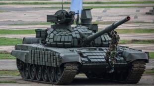 俄制T-72B1主战坦克