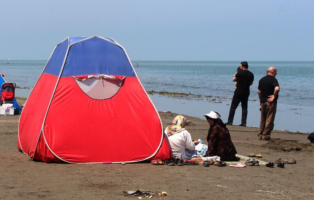 در روزهای تاسوعا و عاشورا عده زیادی به سواحل دریای خزر رفتند