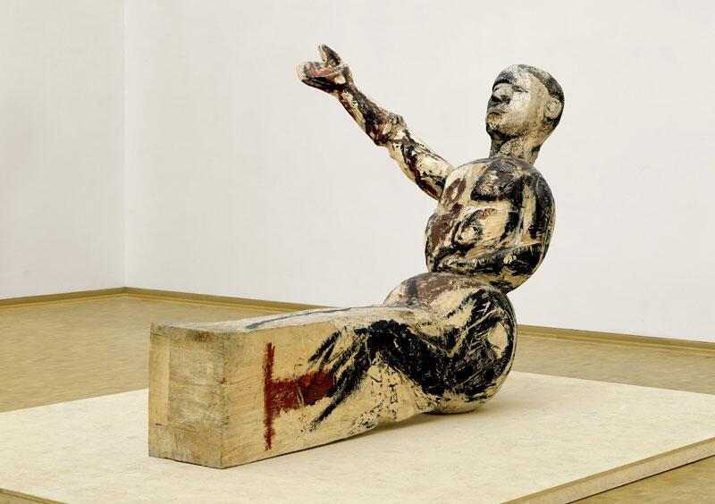 """""""Modelo para uma escultura"""", do alemão Georg Baselitz, gerou polêmica nos anos 80, pois o braço direito levantado foi associado à saudação nazista"""