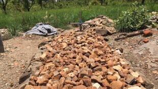 Des tombes de réfugiés sud-soudanais dans le petit cimetière de Palabek, le 22 mars 2018.