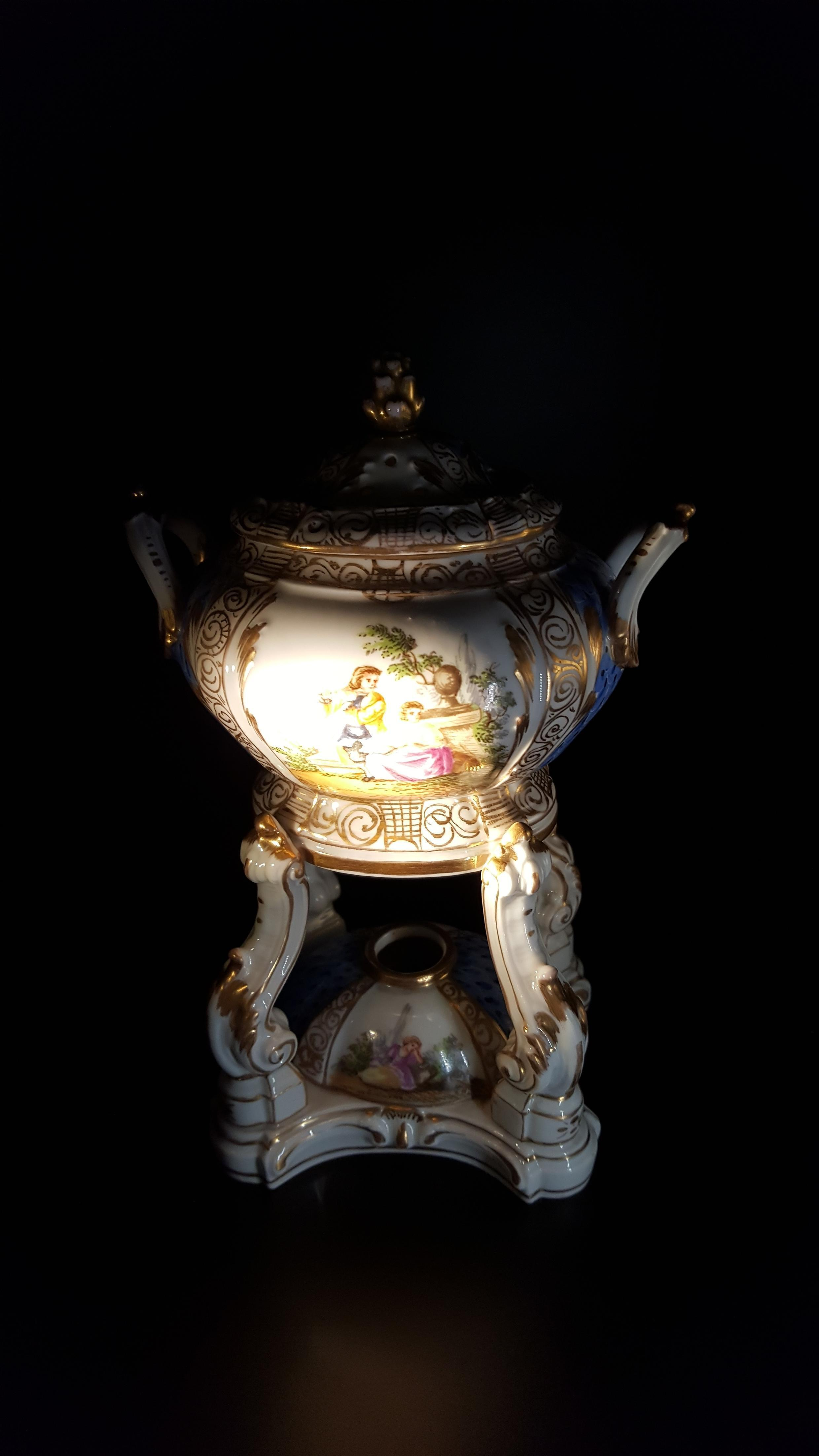 Bình đốt nhang thơm bằng sứ được phát hiện tại Đức khoảng vào năm 1770