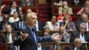 Премьер-министр Франции Жан-Марк Эро выступает в Национальном собрании в июле 2012.