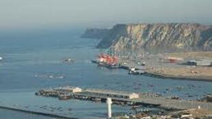 由中国援建的斯里兰卡南部的汉班托塔深水港2012年6月6日投入使用。