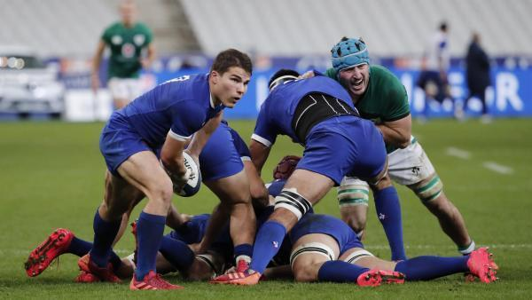 Half-back Antoine Dupont (L) during the Six Nations tournament which saw France beat Ireland 35-27, 31 October 2020.