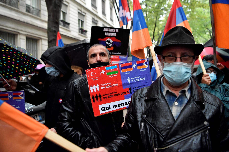 Митинг против азербайджанской агрессии в Нагорном Карабахе, организованный Координационным советом армянских организаций Франции 2 октября в Лионе.