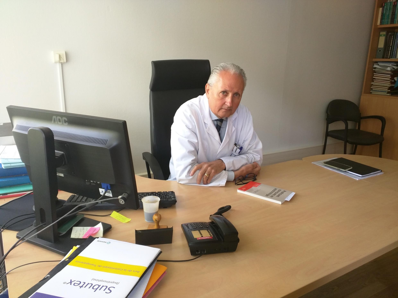 O psiquiatra francês Xavier Laqueille, chefe do setor de tratamento de drogas e outras dependências químicas do hospital Sainte Anne, em Paris